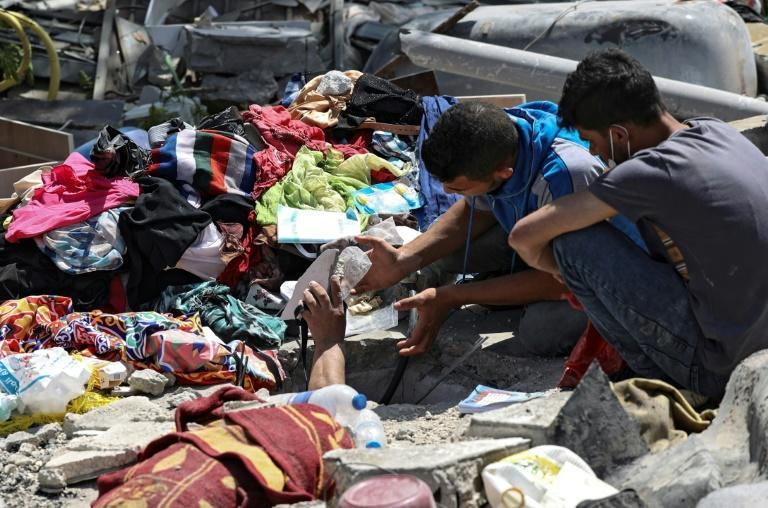Palestinians search for victims under the rubble of a destroyed building in Gaza City's Rimal residential district on May 16, following massive Israeli bombardment on the Hamas-controlled enclave