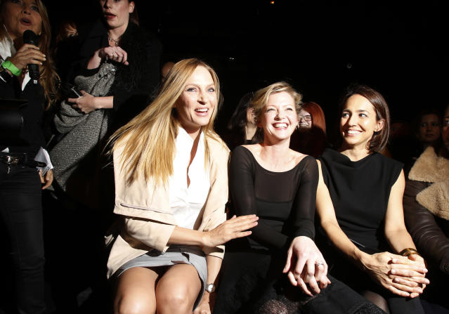 Actresses Uma Thurman (L) and Gretchen Mol (C) attend the Donna Karan Autumn/Winter 2013 collection during New York Fashion Week, February 11, 2013. REUTERS/Carlo Allegri (UNITED STATES - Tags: FASHION ENTERTAINMENT) - RTR3DNQ5