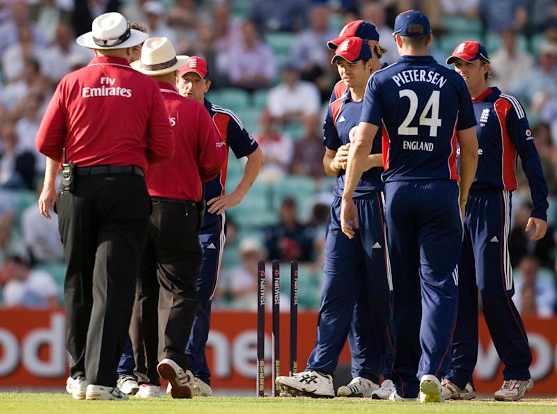 England captain Paul Collingwood talks to the umpires after New Zealand's Grant Elliott is run out during the the NatWest Series One Day International at The Oval, London. (Photo by Gareth Copley - PA Images/PA Images via Getty Images)