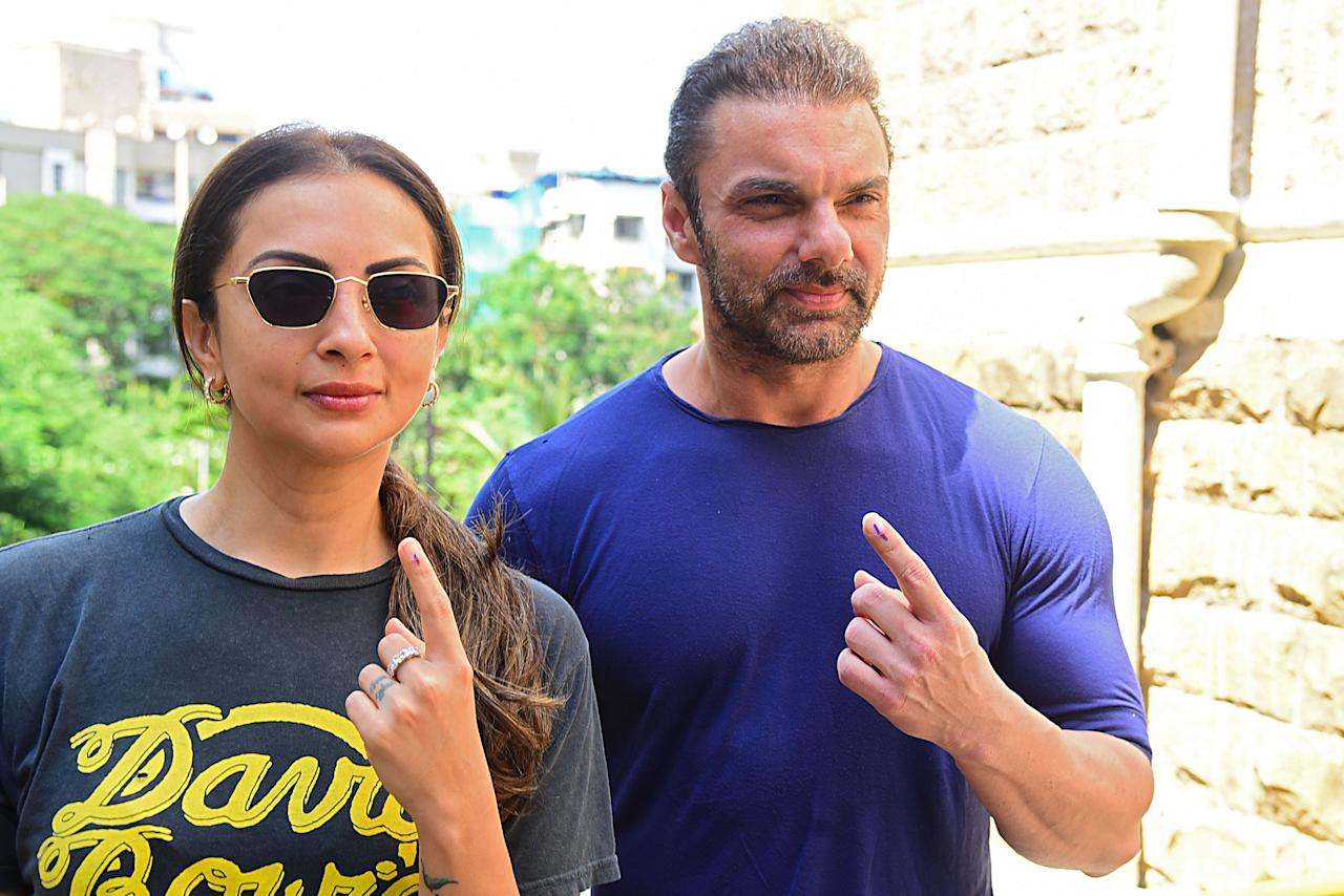 Bollywood actor Sohail Khan with his wife Seema Khan show their inked fingers after casting his vote at a polling station during the state assembly election, in Mumbai on October 21, 2019. (Photo by Sujit Jaiswal / AFP) (Photo by SUJIT JAISWAL/AFP via Getty Images)