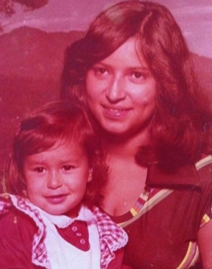 The author's mother and sister Karina in 1977 (Photo: Courtesy of Jessica Hoppe)