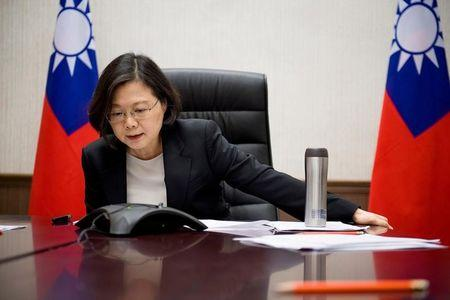 Taiwan urges calm in discourse with China