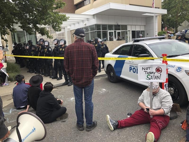 Pamplin Media Group - Police move in on ICE protesters