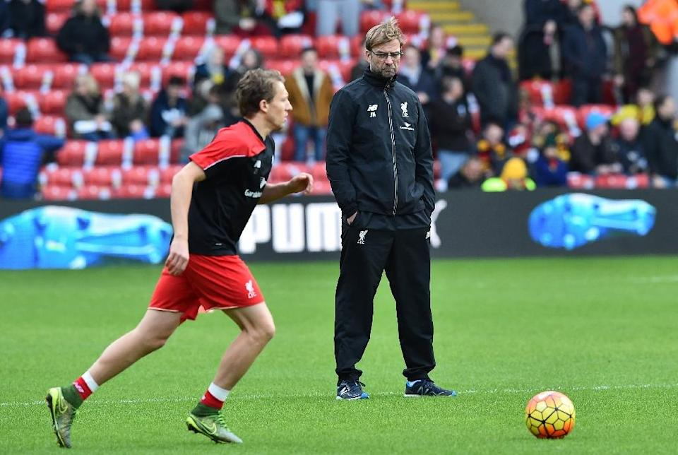Liverpool manager Jurgen Klopp watches as Lucas Leiva warms up ahead of the match against Watford, on December 20, 2015 (AFP Photo/Ben Stansall)