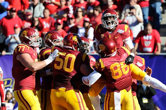 Southern California wide receiver Marqise Lee (9) celebrates with teammates after his 10-yard touchdown reception against Fresno State in the first quarter of the Royal Purple Bowl NCAA college football game, Saturday, Dec. 21, 2013, in Las Vegas. (AP Photo/David Cleveland)