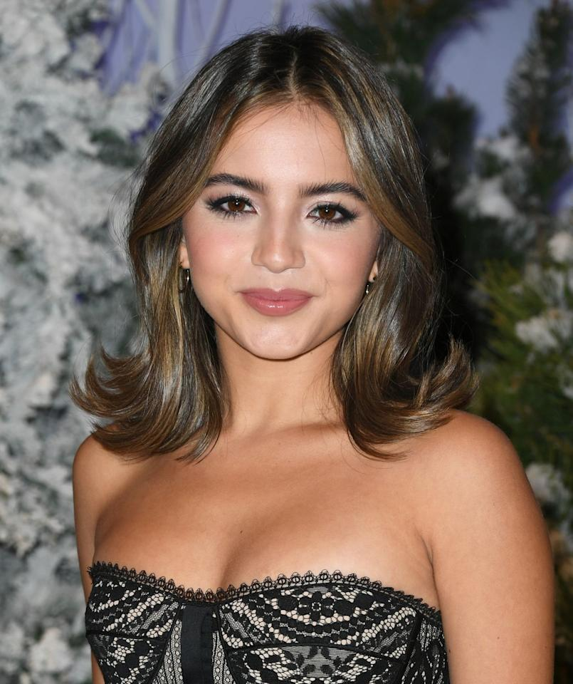 <p>If you've ever wondered how someone can serve a glam, yet casual look takes notes from Isabela Merced, who wore the ends of her highlighted hair curled outwards. </p>
