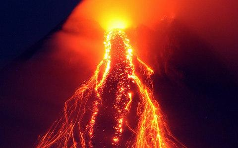 The Mayon volcano during an eruption back in 2006 - Credit:  CHERYL RAVELO/Reuters