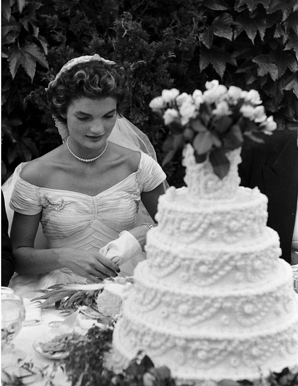 <p>The bride removed her gloves to prepare to cut the cake.</p>