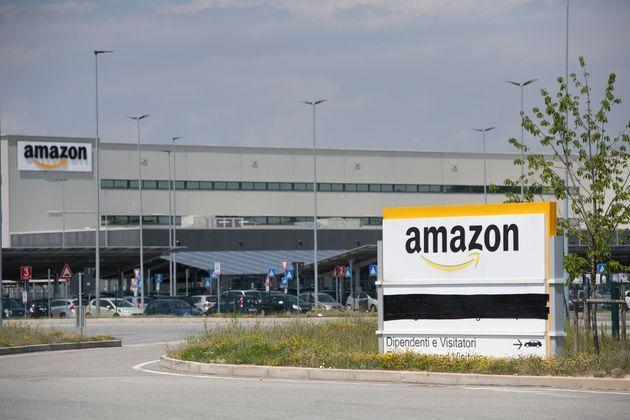 TORRAZZA PIEMONTE, ITALY - JUNE 03: General view of Amazon logo on Amazon Headquarter on June 03, 2021 in Torrazza Piemonte near Turin, Italy. Amazon Italy rolls out an on-site vaccine site for its employees. as Italy steps up next wave of vaccine campaigns. (Photo by Stefano Guidi/Getty Images) (Photo: Stefano Guidi via Getty Images)