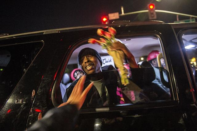 <p>Stevante Clark the brother of Stephon Clark is given flowers as he stopped in an SUV at the intersection of Florin and 29th Street during a vigil for his brother in Sacramento, Calif., on Fri., March 23, 2018. His brother Stephon was unarmed when he was shot and killed by Sacramento Police in his grandparents back yard. (Photo: Renée C. Byer/Sacramento Bee via ZUMA Wire) </p>