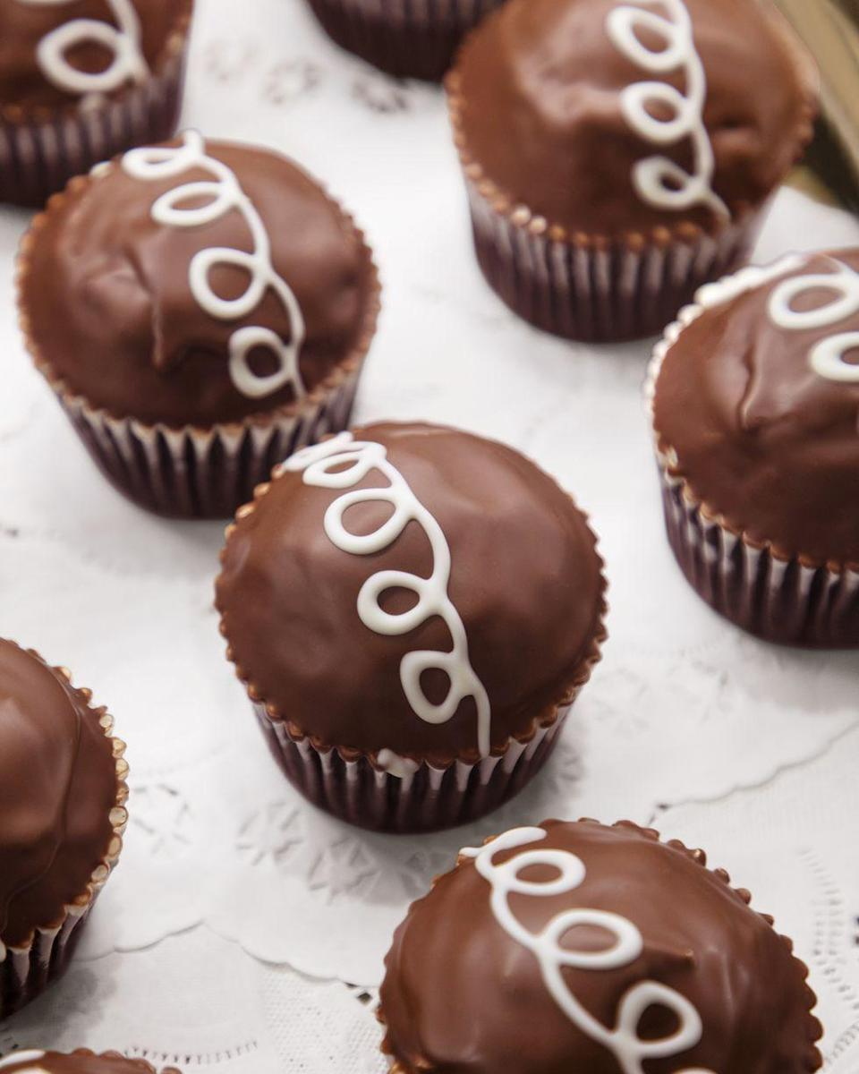 """<p>Or, you can make these double chocolate cupcakes instead! There's a surprise meringue filling when you bite into them.</p><p><a href=""""https://www.thepioneerwoman.com/food-cooking/recipes/a36099560/best-chocolate-creme-cupcakes-recipe/"""" rel=""""nofollow noopener"""" target=""""_blank"""" data-ylk=""""slk:Get the recipe"""" class=""""link rapid-noclick-resp""""><strong>Get the recipe</strong></a></p><p><a class=""""link rapid-noclick-resp"""" href=""""https://go.redirectingat.com?id=74968X1596630&url=https%3A%2F%2Fwww.walmart.com%2Fsearch%2F%3Fquery%3Dcupcake%2Bpans&sref=https%3A%2F%2Fwww.thepioneerwoman.com%2Ffood-cooking%2Fmeals-menus%2Fg32109085%2Ffourth-of-july-desserts%2F"""" rel=""""nofollow noopener"""" target=""""_blank"""" data-ylk=""""slk:SHOP CUPCAKE PANS"""">SHOP CUPCAKE PANS</a></p>"""