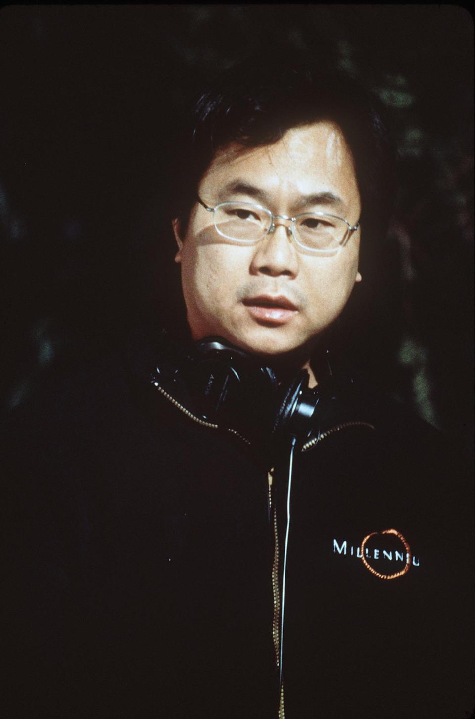 """E366975 2000 Director/Co-Writer James Wong On The Set Of New Line Cinema's Supernatural Thriller""""Final Destination"""".  (Photo By Getty Images)"""