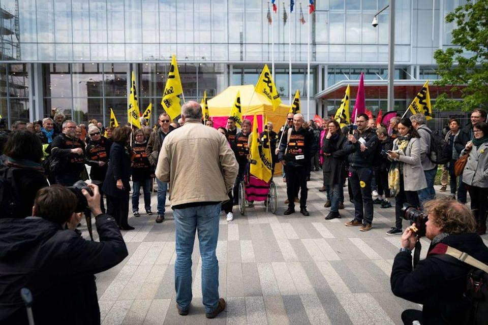 Unions representative gathered in front of the courthouse on the first day of the trial. (LIONEL BONAVENTURE AFP/Getty Images)