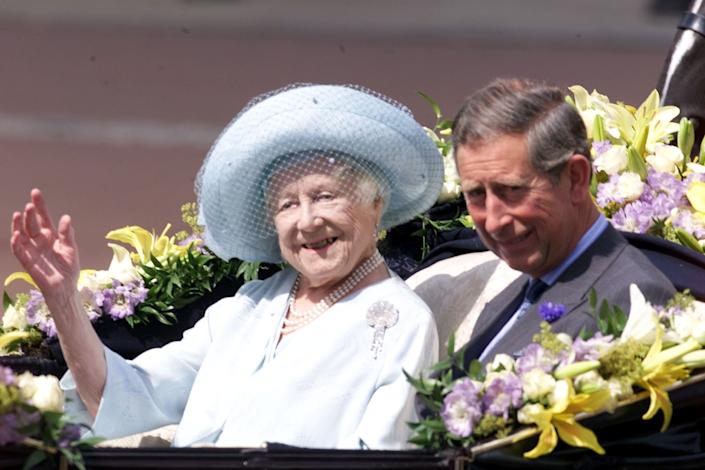 The Queen Mother wearing the brooch on her 100th birthday, 4 August 2000. (Gerry Penny/AFP)