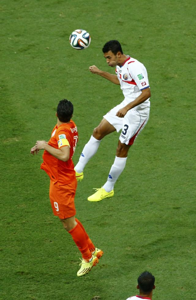 Robin van Persie of the Netherlands jumps for the ball with Costa Rica's Giancarlo Gonzalez during their 2014 World Cup quarter-finals at the Fonte Nova arena in Salvador July 5, 2014. REUTERS/Ruben Sprich (BRAZIL - Tags: SOCCER SPORT WORLD CUP)