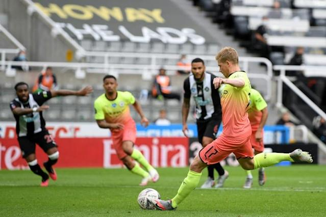 Manchester City midfielder Kevin De Bruyne (right) opens the scoring from the penalty spot (AFP Photo/Shaun Botterill)