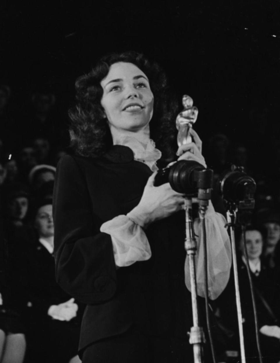 <p>The actress went for a simple yet elegant gown featuring a sheer neckline and sleeves while accepting her award for Best Actress in <em>The Song of Bernadette</em>. </p>