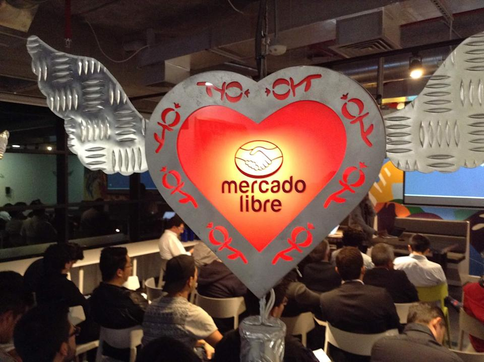 MercadoLibre logo in a heart at a developers conference.