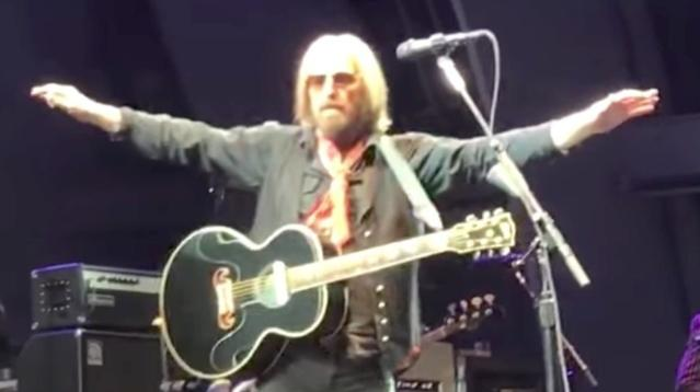 Watch A Powerful Moment From Tom Petty's Very Last Performance
