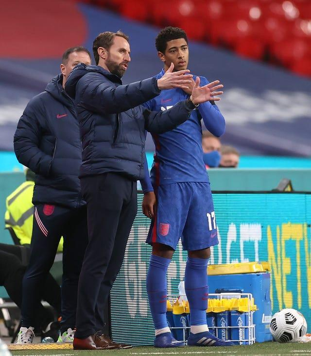 Gareth Southgate, left, speaks to Jude Bellingham before his international debut against the Republic of Ireland