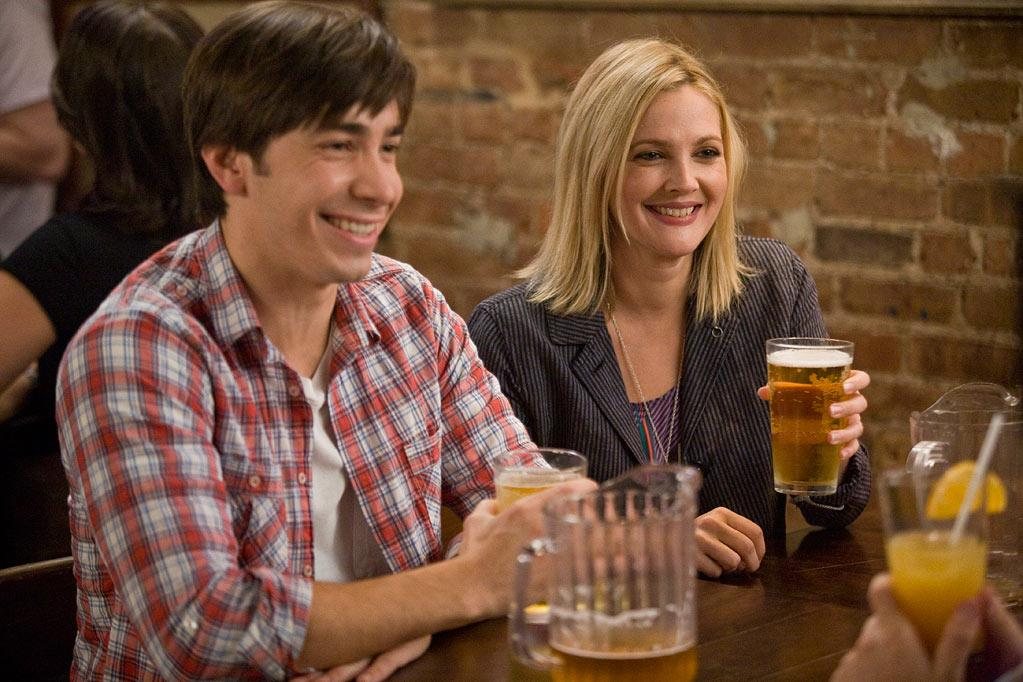 """<a href=""""http://movies.yahoo.com/movie/contributor/1804512153"""">Justin Long</a> and <a href=""""http://movies.yahoo.com/movie/contributor/1800016287"""">Drew Barrymore</a> in Warner Bros. Pictures' <a href=""""http://movies.yahoo.com/movie/1810105852/info"""">Going the Distance</a> - 2010"""