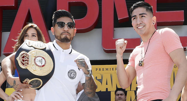 Abner Mares (L) and Leo Santa Cruz will meet in the ring Saturday in a rematch for the WBA featherweight title. (Getty Images)