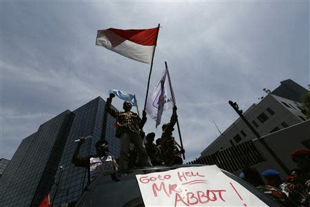Protesters shout slogans during a demonstration in front of the Australian embassy in Jakarta, November 21, 2013. Australia warned travellers to Indonesia of a planned demonstration at its embassy in Jakarta on Thursday as anger grows over reports Canberra spied on top Indonesians, including the president and his wife. REUTERS/Beawiharta