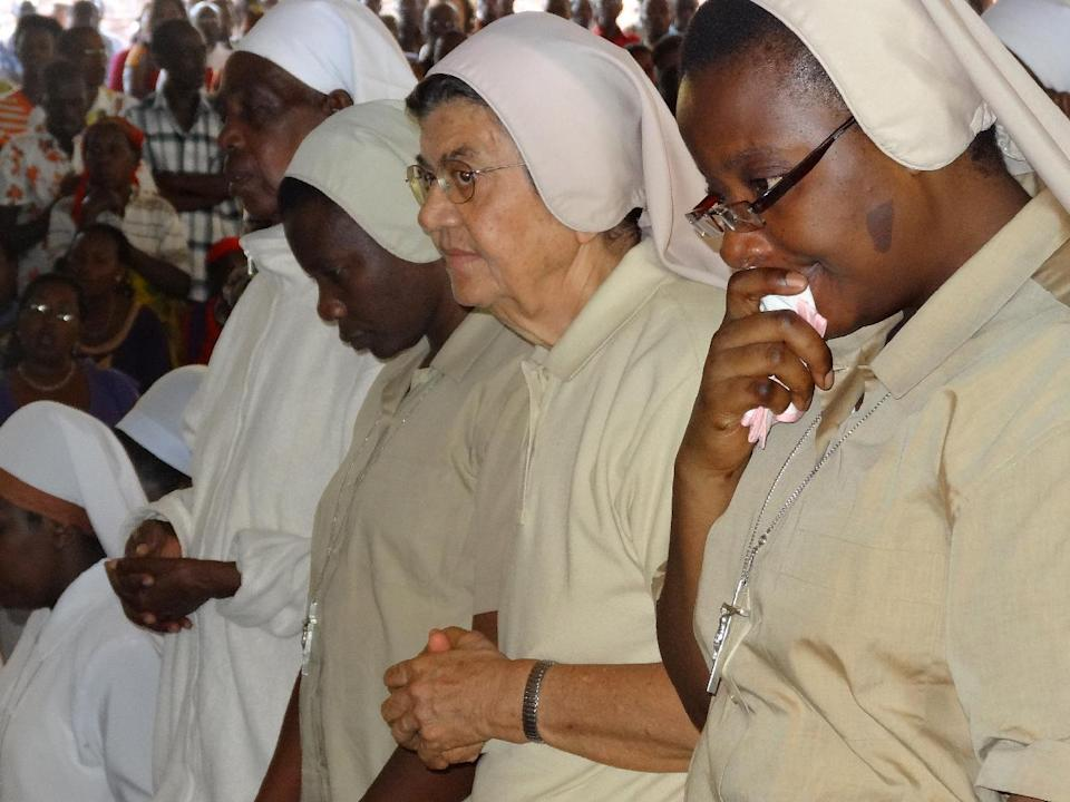 Nuns pray on September 10, 2014 at The Shrine of Mont Sion Gikungu in Bujumbura during a mass in memory of three Italian nuns who were raped and murdered in twin attacks in their convent (AFP Photo/Esdras Ndikumana)