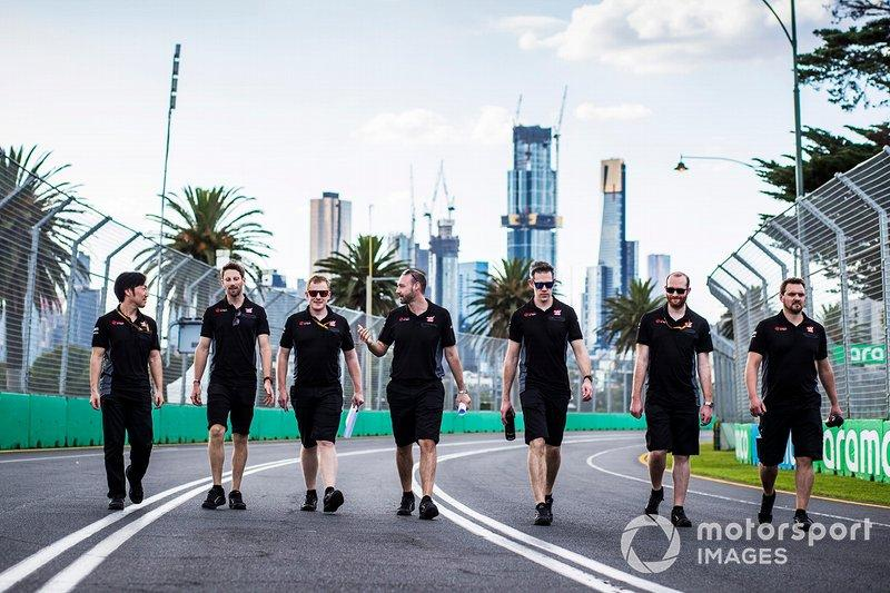 "Romain Grosjean, Haas F1 Team walks the track with members of tehe team including Ayao Komatsu, Chief Race Engineer, Haas F1 <span class=""copyright"">Sam Bloxham / Motorsport Images</span>"