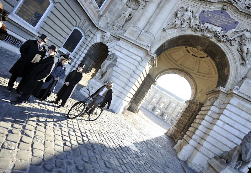 "Actors taking their places in a scene for Spanish movie ""Picasso's Gang"", at the Lions' square of the Buda Palace in Budapest, in 2011 (AFP Photo/Attila Kisbenedek)"