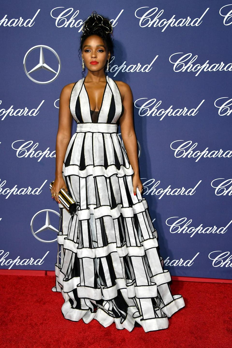 <p>A striking monochrome frock was the most eye-catching look of the night. [Photo: Getty] </p>