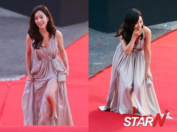 Han Ji Min falls over by stepping on her own dress
