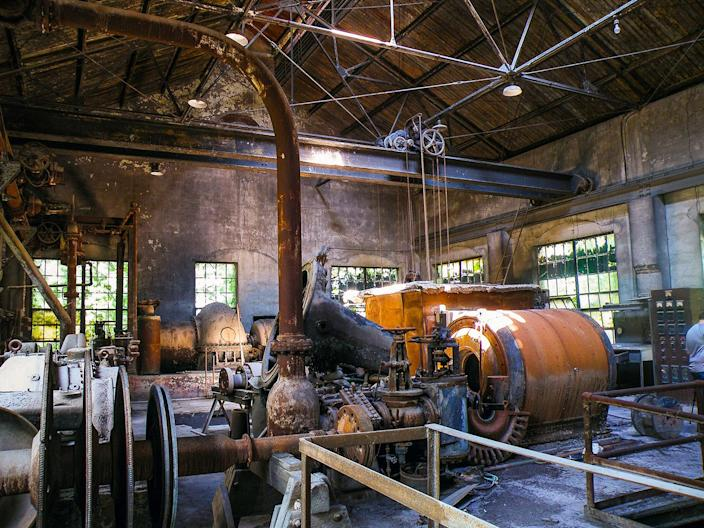 """<p>""""I think that whenever a piece of equipment broke, the owner would just park it in the mill and leave it, as there are all sorts of stuff. It's interesting to me seeing what was left behind."""" (Photo: Abandoned Southeast/Caters News) </p>"""