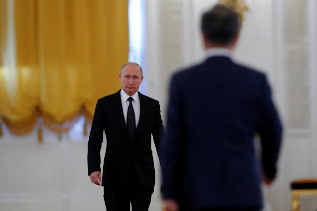 Russian President Vladimir Putin and South Korean President Moon Jae-in attend a welcoming ceremony at the Kremlin in Moscow, Russia June 22, 2018. REUTERS/Sergei Karpukhin TPX IMAGES OF THE DAY