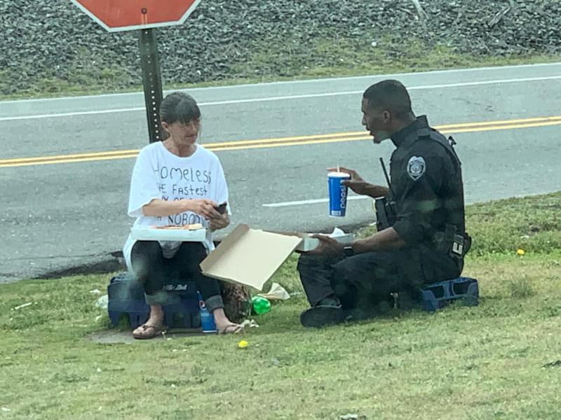 North Carolina police officer Micheal Rivers sat down to have lunch with a homeless woman. Source: Facebook/Cassie Barnes/Chris Barnes
