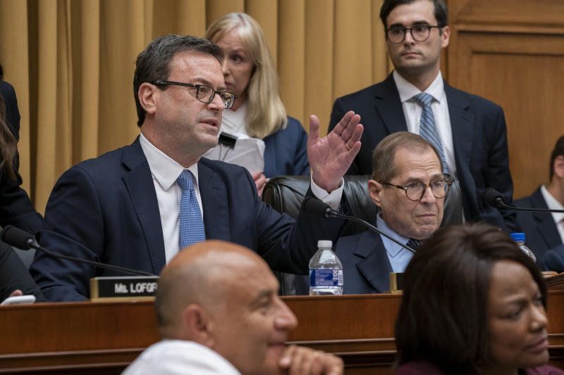 House Judiciary Committee majority counsel Barry Berke questions Corey Lewandowski on Sept. 17, 2019, in Washington. (AP Photo/J. Scott Applewhite)