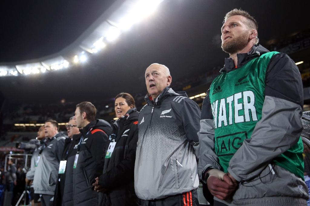 Injured New Zealand captain Kieran Read (R) watches from the sidelines their rugby union Test match against Samoa, at Eden Park in Auckland, on June 16, 2017 (AFP Photo/MICHAEL BRADLEY)