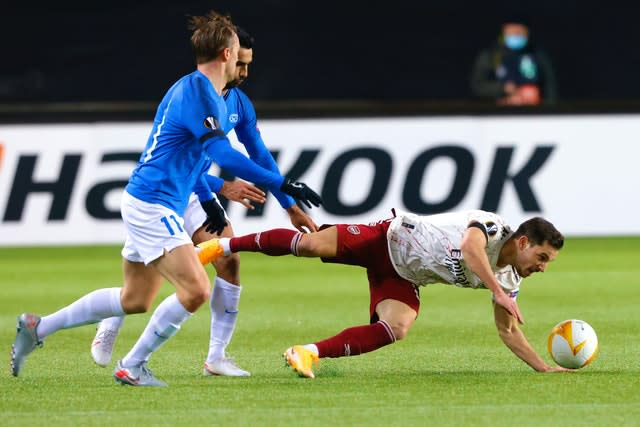 Cedric Soares goes down under pressure from the Molde midfield