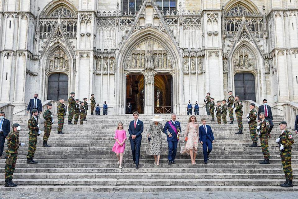 <p>Members of the armed forces look on as the royals descend the stairs.</p>