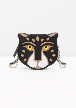 "<div>Feline leather bag - <a rel=""nofollow"" href=""http://www.stories.com/gb/story/getstorylayer?id=146333754&parentId=590765"">£79</a></div>"