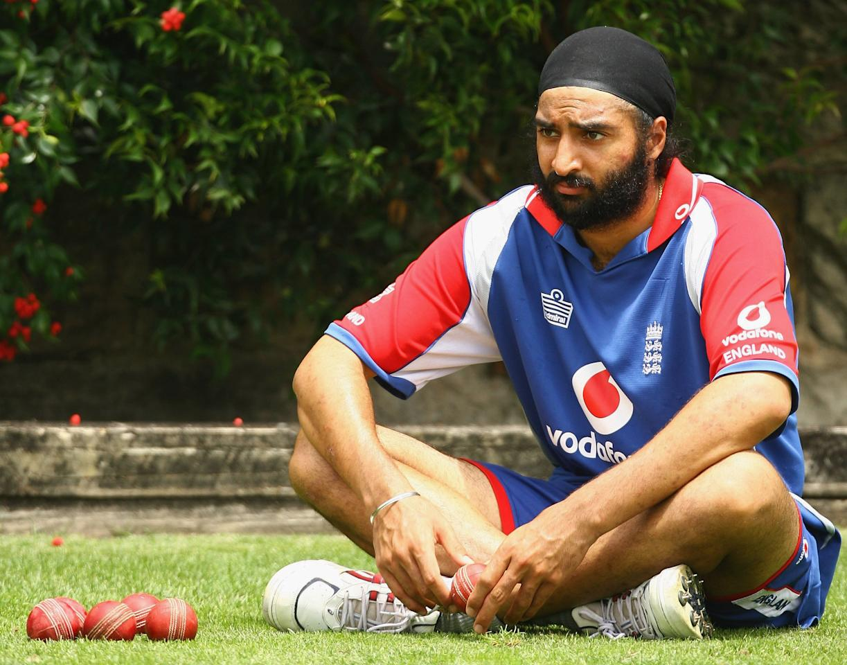 SYDNEY, AUSTRALIA - DECEMBER 31: Monty Panesar of England waits to bowl during  the England nets Session at the Sydney Cricket Ground (SCG) December 31, 2006 in Sydney, Australia.  (Photo by Mark Nolan/Getty Images)