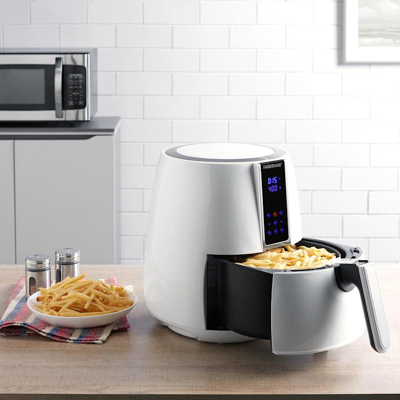The Farberware 3.2 Quart Digital Air Fryer makes it a joy to cook for family and friends. (Photo: Walmart)