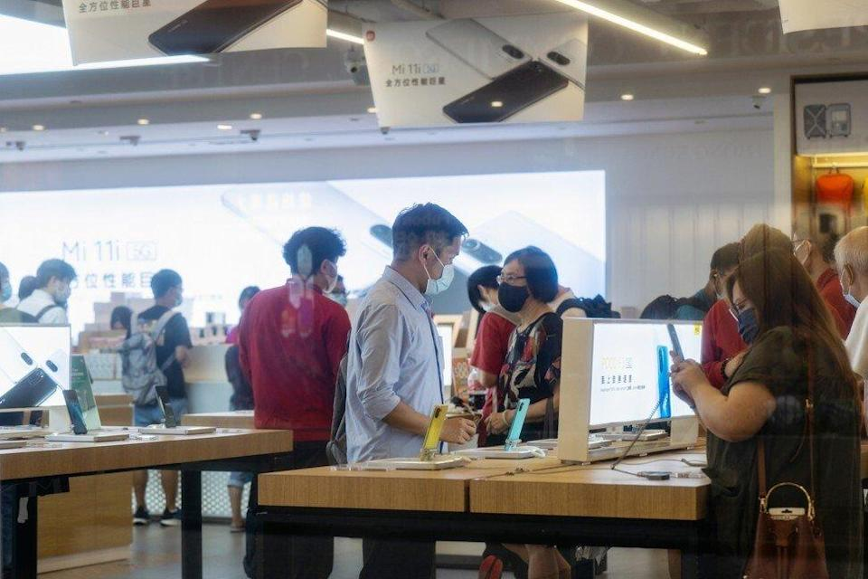 Customers browse the latest smartphone models at a Xiaomi Corp store in Hong Kong on May 25, 2021. Photo: Bloomberg