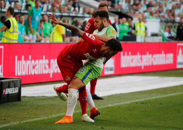 Soccer Football - Bundesliga - VfL Wolfsburg v FC Cologne - Volkswagen Arena, Wolfsburg, Germany - May 12, 2018 Wolfsburg's Renato Steffen in action with Cologne's Leonardo Bittencourt REUTERS/Wolfgang Rattay DFL RULES TO LIMIT THE ONLINE USAGE DURING MATCH TIME TO 15 PICTURES PER GAME. IMAGE SEQUENCES TO SIMULATE VIDEO IS NOT ALLOWED AT ANY TIME. FOR FURTHER QUERIES PLEASE CONTACT DFL DIRECTLY AT + 49 69 650050