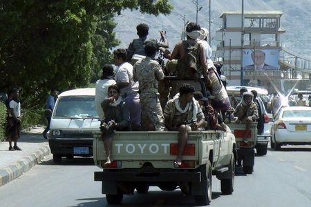 Armed militants loyal to Yemen's President Abd-Rabbu Mansour Hadi ride a patrol truck in the country's southern port city of Aden March 25, 2015. REUTERS/Stringer