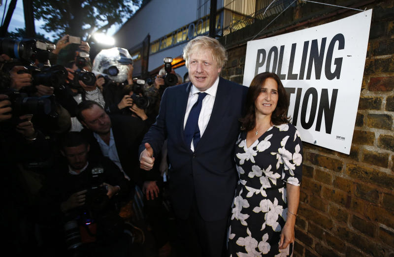 Former London Mayor Boris Johnson and his wife Marina Wheeler arrive to vote in the EU referendum, at a polling station in north London, Britain June 23, 2016. REUTERS/Peter Nicholls