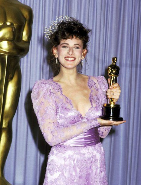 PHOTO: Marlee Matlin poses with her trophy during the 59th Academy Awards in Los Angeles, March 30, 1987. (Ron Galella Collection via Getty Images, FILE)