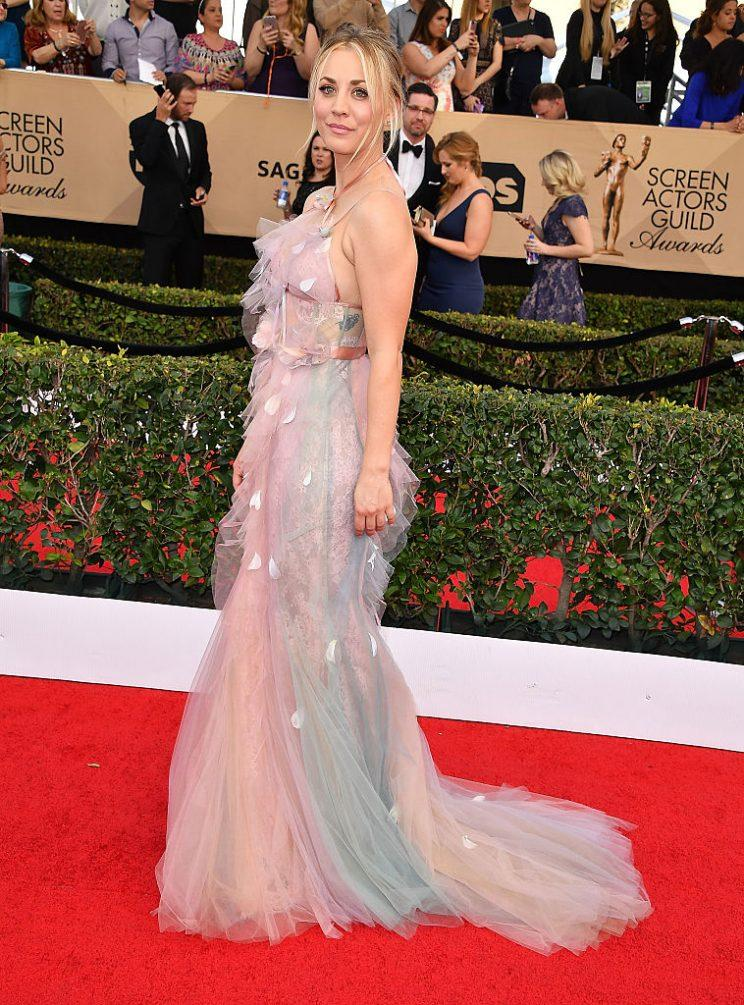 Cuoco's hair and makeup complemented her flowing gown. (Photo: Getty Images)