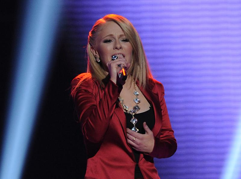 """In this April 25, 2012 photo released by Fox, contestant Hollie Cavanaugh performs on the singing competition series """"American Idol,"""" in Los Angeles. (AP Photo/Fox, Michael Becker)"""