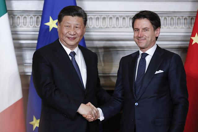 Rome (Italy), 23/03/2019.- Italian premier Giuseppe Conte (R) shakes hands with Chinese President Xi Jinping during their meeting at the Villa Madama in Rome, Italy, 23 March 2019. President Xi Jinping is in Italy to sign a memorandum of understanding to make Italy the first Group of Seven leading democracies to join China's ambitious Belt and Road infrastructure project. (Italia, Roma) EFE/EPA/GIUSEPPE LAMI